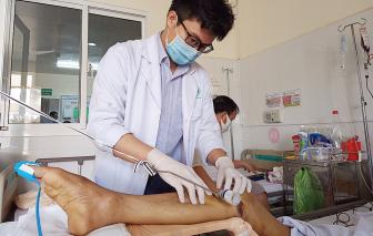 13 y, bác sĩ cứu sống người đàn ông bị xe container tông vỡ bàng quang, lộ tinh hoàn