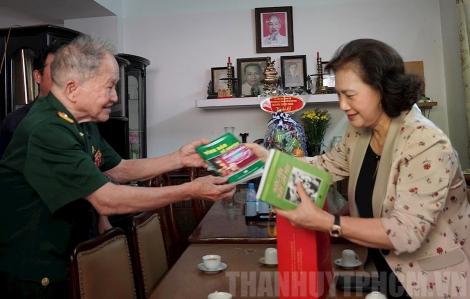 Chủ tịch Quốc hội Nguyễn Thị Kim Ngân thăm các gia đình chính sách tiêu biểu