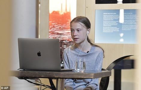 Greta Thunberg quyên góp 100.000 USD cho trẻ em trong đại dịch