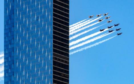Máy bay biểu diễn trên bầu trời Mỹ cảm ơn nhân viên tuyến đầu chống dịch COVID-19