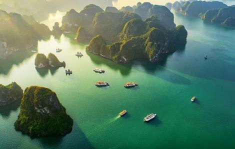 Quảng Ninh mở cửa cơ sở thương mại dịch vụ, đón khách du lịch từ 12 giờ ngày 1/5
