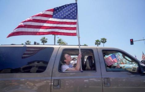 Mỹ giảm dần giãn cách dù các chuyên gia cảnh báo là quá sớm