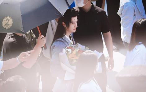 Diễn viên Vương Nhất Bác bị người hâm mộ lén cài đặt bộ định vị theo dõi