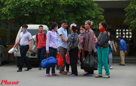 Nhiều người không đeo khẩu trang, tập trung đông người khi trở về Hà Nội sau nghỉ lễ