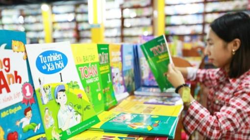 Khi nào các trường công bố danh mục chọn sách giáo khoa lớp Một mới?