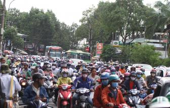 Đường Sài Gòn kẹt cứng ngày đầu người dân đi làm, học sinh đi học sau nghỉ lễ
