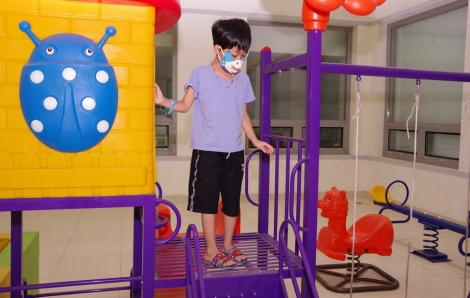 Bỗng dưng tê bì bàn chân, bé trai 8 tuổi suýt liệt toàn thân