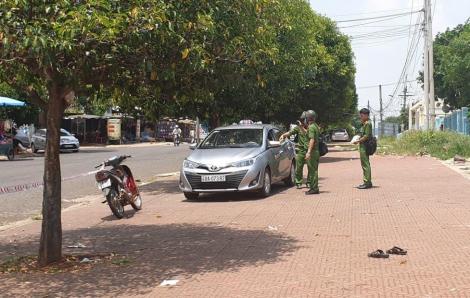 Mẫu thuẫn trong lúc đón khách, 1 tài xế taxi bị đâm tử vong
