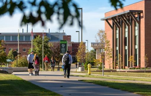 Sinh viên 25 đại học Mỹ kiện trường đòi học phí vì học online không như ý