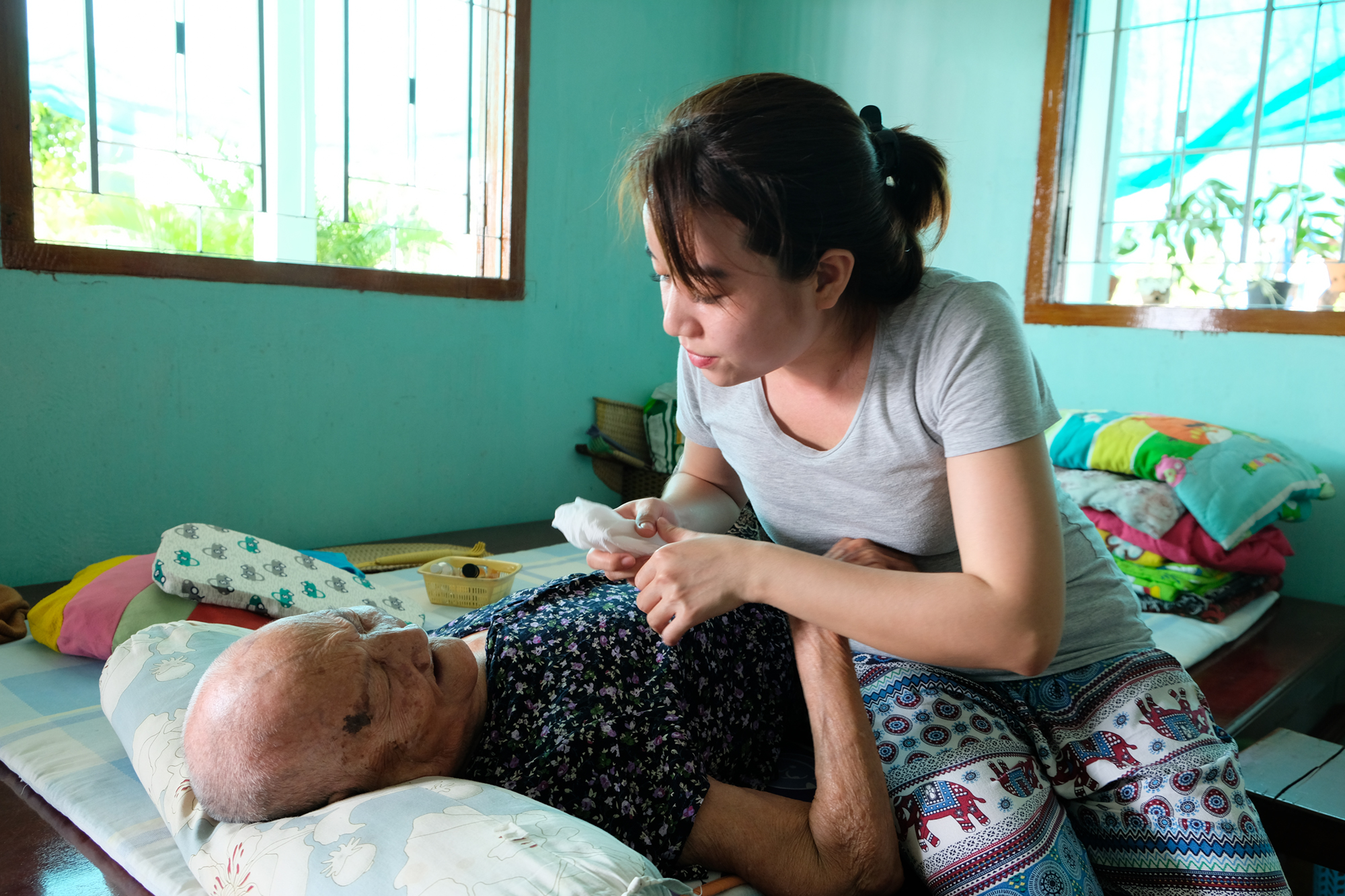 Nay bà ngoại của tử tù Hồ Duy Hải đã hơn 90 tuổi, nằm một chỗ, mong cháu về từng ngày.