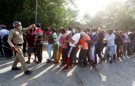 """Ấn Độ áp """"thuế corona đặc biệt"""" với rượu để tránh việc tụ tập đông người"""