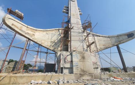 Yêu cầu lãnh đạo huyện Phước Sơn báo cáo việc xây tượng đài 14 tỷ đồng