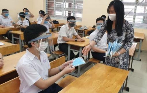 Học sinh không cần thiết vừa đeo khẩu trang vừa đeo mặt nạ chắn giọt bắn trong lớp