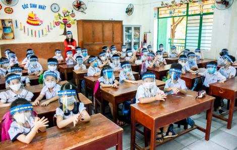 Bộ GD-ĐT: Không bắt buộc đeo khẩu trang, không áp dụng giãn cách trong lớp học