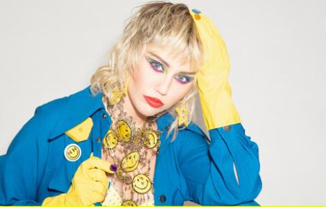 Ca sĩ Miley Cyrus thừa nhận thiếu hiểu biết về dịch COVID-19