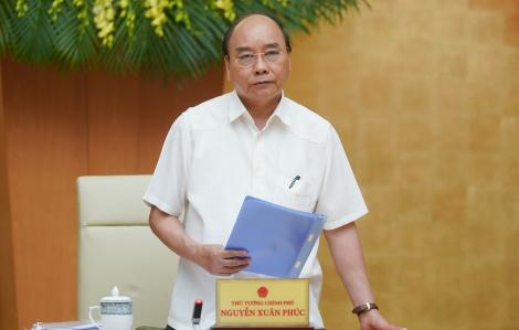 """Thủ tướng Nguyễn Xuân Phúc: """"Vào lớp học vừa đội mũ bảo hộ, vừa đeo khẩu trang thì làm sao các em học được"""""""