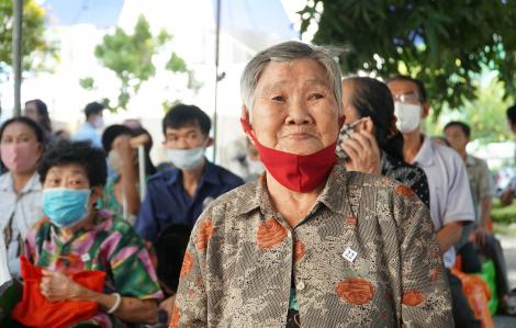 Niềm vui của 809 hộ gia đình khó khăn trong mùa dịch