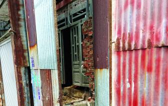 Bài 1: Vây tôn cũ bên ngoài, xây nhà cấp tốc bên trong