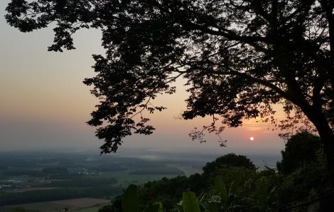 3 địa điểm gần Sài Gòn cho người thích đi leo núi cuối tuần