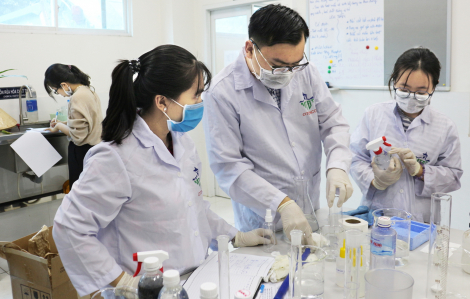 Bộ sản phẩm dung dịch phòng, chống COVID-19 của các kỹ sư công nghệ môi trường