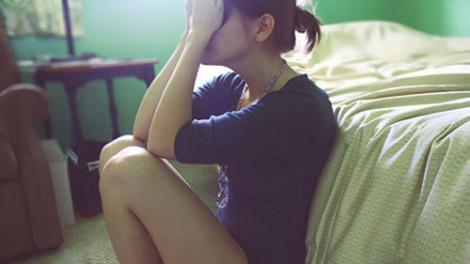 Đàn bà bật khóc giữa cuộc vui