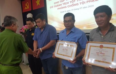 Khen thưởng 3 người dân dũng cảm bắt cướp ở chợ Bình Điền