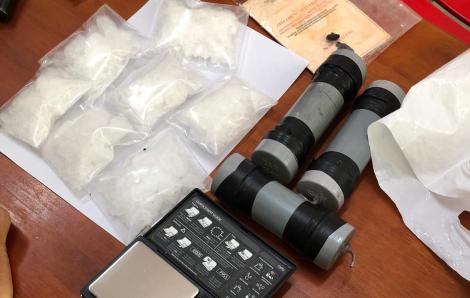 Bắt 4 đối tượng trong đường dây ma túy xuyên quốc gia, thu súng và mìn tự chế
