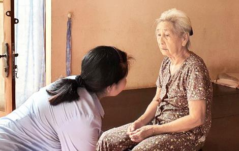Người lao công ở trường THCS Phan Văn Hớn