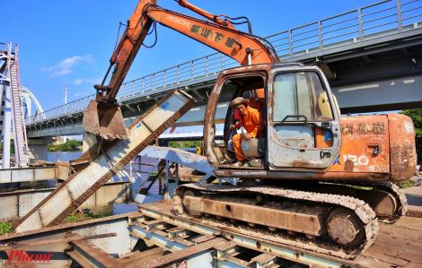 Cầu sắt Bình Lợi 118 năm tuổi chính thức tháo dỡ