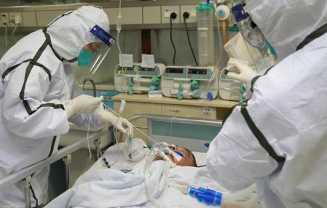 Nữ bác sĩ Việt Nam bị lây COVID-19 khi thao tác thiết lập máy thở cho bệnh nhân, hiện ra sao?