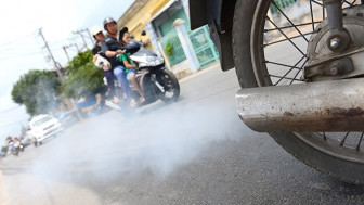 Bộ Tài chính lại muốn thu phí khí thải xe