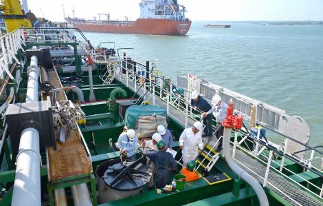 Lý do không thể dừng nhập khẩu xăng dầu