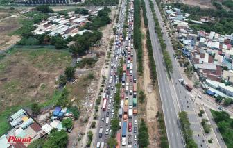 Hạ tầng đuổi không kịp lưu lượng giao thông, doanh nghiệp sẽ còn khổ dài ở đường vào Cát Lái