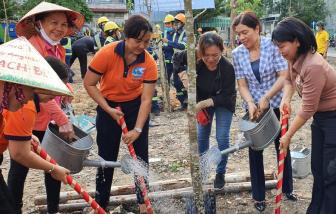 Phụ nữ TPHCM hưởng ứng Tết trồng cây