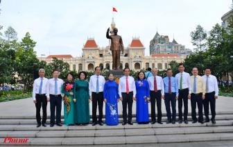 Lãnh đạo TPHCM chào cờ nhân kỷ niệm 130 năm Ngày sinh Chủ tịch Hồ Chí Minh