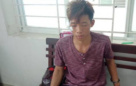 Bị cắt tai lúc nhậu trên tàu, thiếu niên 17 tuổi đâm chết người