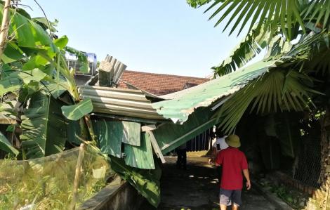 Sét đánh chết 2 người, giông lốc làm hư hỏng hàng loạt nhà cửa