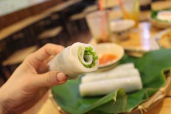 """Có gì trong quán nhỏ thường xuyên """"hết bàn rồi"""" của Sài Gòn?"""