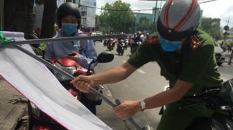 Bảo hiểm xe máy 10.000đ bán như giấy lộn, nhiều điểm bán bị giải tán