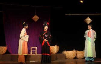 Kéo khán giả đến sân khấu: Bài toán giải đến khi nào?