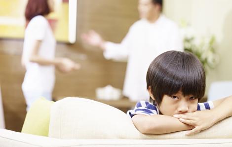 Sao lại lôi con vào chuyện của cha mẹ?