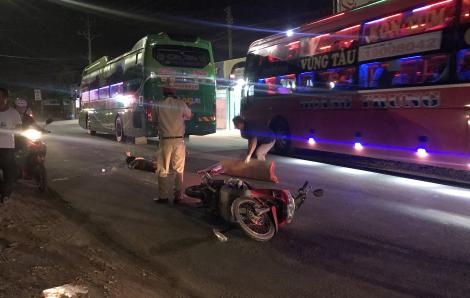 Truy tìm xe tải gây tai nạn khiến xe khách cán chết người