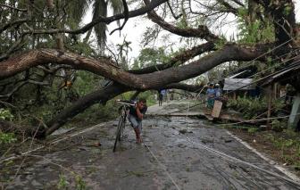 Ấn Độ, Bangladesh tan hoang sau trận lốc xoáy mạnh nhất trong hơn thập niên qua