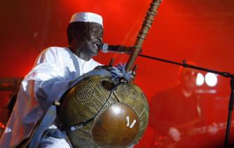 Biểu tượng âm nhạc châu Phi qua đời