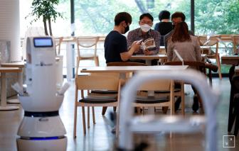 Hàn Quốc: Thuê robot làm nhân viên phục vụ quán cà phê