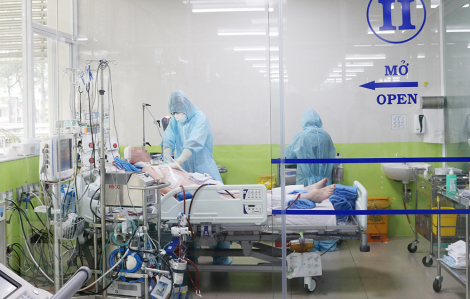 Bác sĩ Chợ Rẫy cho phi công Vietnam Airlines mắc COVID-19 lọc máu trở lại