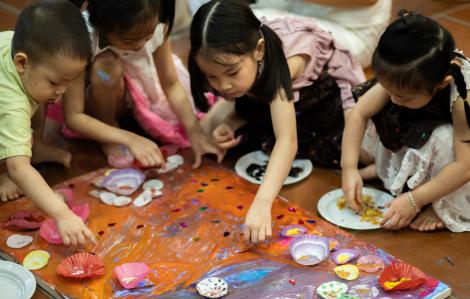 """Trẻ em làng SOS """"Vẽ lên cổ tích"""", kêu gọi những tấm lòng"""