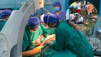 Bác sĩ chia sẻ về quá trình mổ căng thẳng cho 2 học sinh chấn thương nặng nhất do cây phượng đè