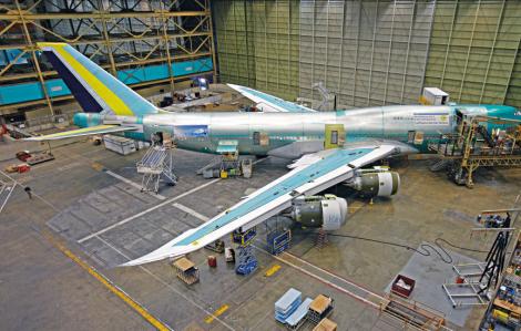 Boeing cắt giảm 12.000 nhân sự, nối lại sản xuất máy bay phản lực