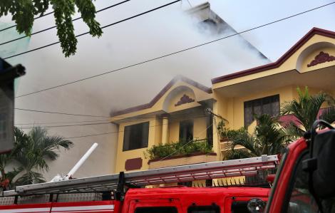 Cháy lớn tại xưởng sản xuất giày ở TPHCM